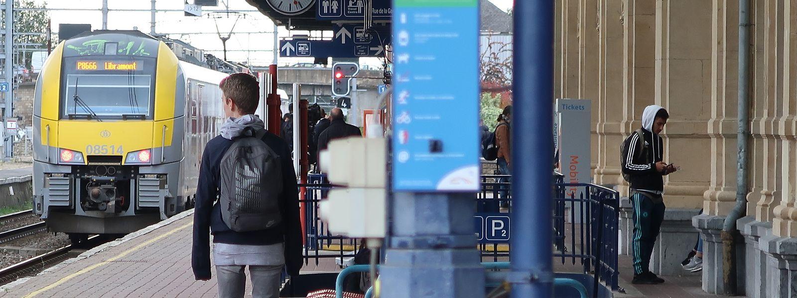 Gare d'Arlon. L'abonnement mensuel va passer de 93,50 euros à 80 euros pour les frontaliers belges qui se rendront au Grand-Duché à compter du 1er décembre 2017.