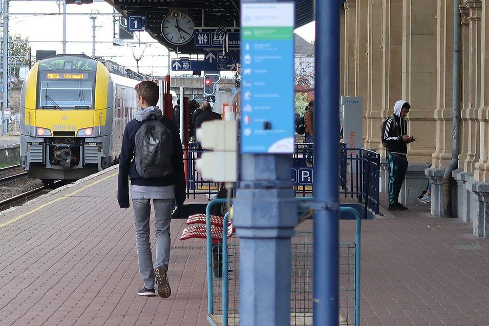 Gare de Arlon. O passe mensal vai passar de 93,50 euros para 80 euros para os fronteiriços belgas que viagem para o Luxemburgo, já a partir de 1 de dezembro de 2017.