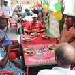 O centro de solidariedade foi inaugurado em 2014 e serve diariamente 40 refeições quentes a idosos e crianças de rua