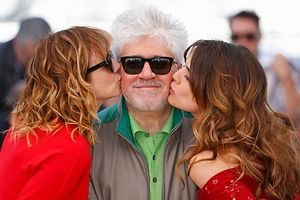 """Director Pedro Almodovar, cast members Emma Suarez (L) and Adriana Ugarte (R) pose during a photocall for the film """"Julieta"""" in competition at the 69th Cannes Film Festival in Cannes, France, May 17, 2016.      REUTERS/Yves Herman  TPX IMAGES OF THE DAY"""