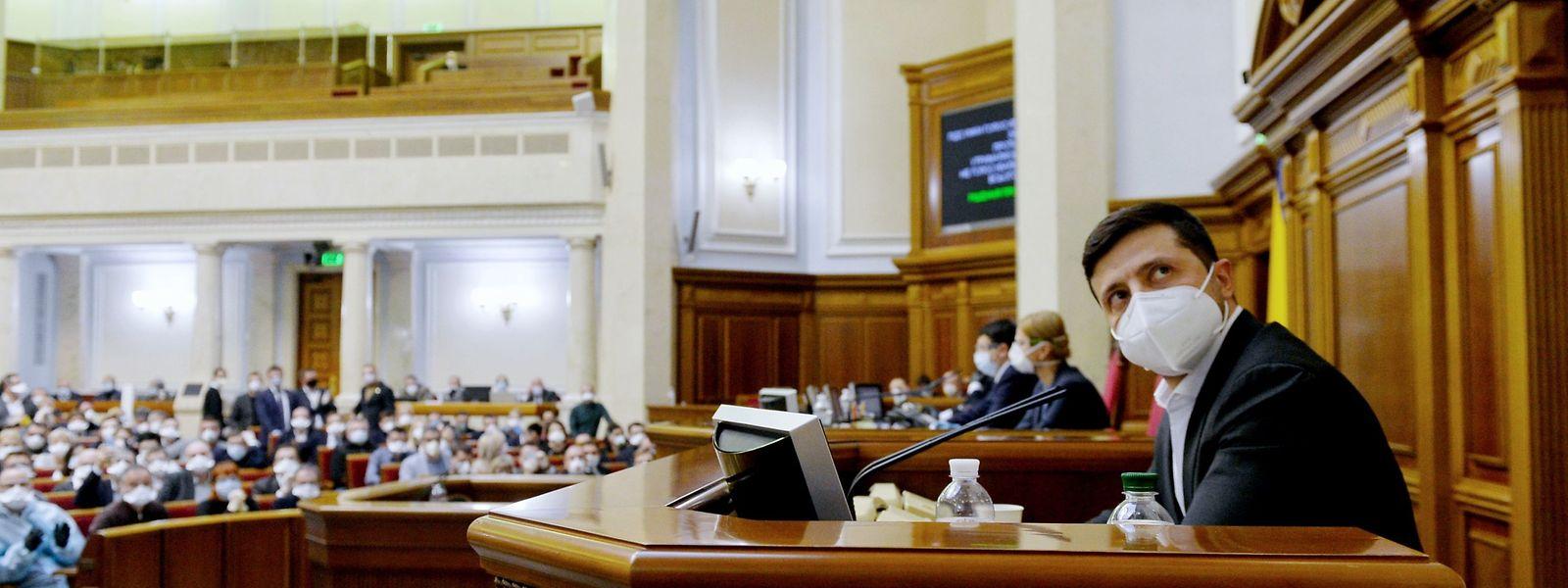 Der ukrainische Präsident Wolodymyr Selenskij ist offensichtlich mit der Corona-Krise überfordert.