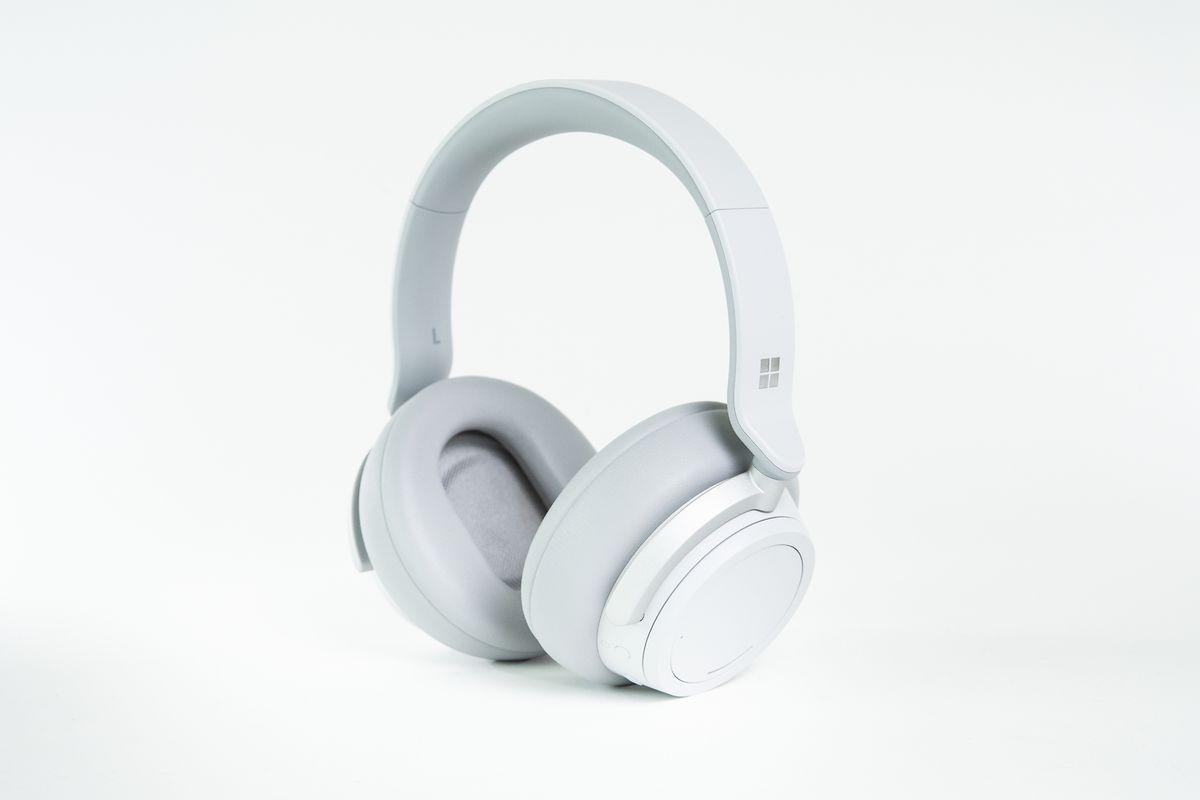 Die Surface Headphones verbinden sich via Bluetooth 4.2 mit allen möglichen Abspielgeräten.