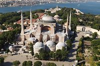 This aerial picture taken on June 28, 2020 in Istanbul shows Hagia Sophia museum in Istanbul. - Turkey's top court is due on July 2, 2020 to deliver a critical verdict on the status of Istanbul's emblematic landmark church-turned-mosque-turned museum Hagia Sophia, a ruling which could inflame tensions mainly with neighboring Greece. The sixth-century edifice -- a magnet for tourists worldwide with its stunning architecture -- has been serving as a secular museum since the 1930s which makes it open to believers of all faiths. (Photo by Ozan KOSE / AFP)