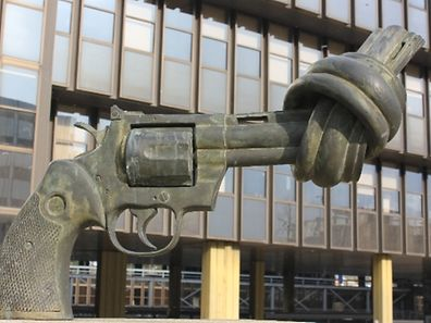 Non Violence, an iconic peace sculpture by Swedish artist Carl Fredrik Reuterswärd, who died on Tuesday, can be seen in Kirchberg, Luxembourg