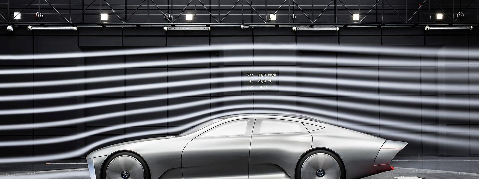 Die auf der IAA gezeigte Mercedes-Studie verringert über bewegliche Teile an der Außenhaut des Fahrzeugs bei schnellerer Fahrt den Luftwiderstand.