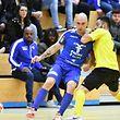 André Rocha (en jaune, AS Sparta Dudelange) stoppe Abilio Costa de l'US Esch. Les Dudelangeois auront le dernier mot.