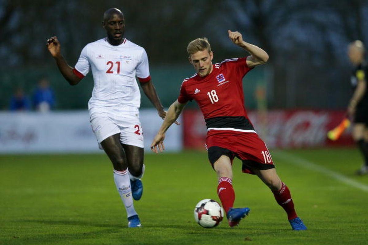 Laurent Jans (en rouge, à dr.) en action contre le Cap-Vert, un adversaire que le Luxembourg a affronté deux fois en amical depuis 2010