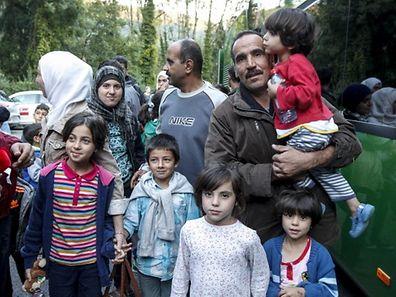 8.9. Weilerbach / Centre Heliar / Ankunft syrische Flüchtlinge aus Deutschland / Begrüssung durch Corinne Cahen , Sympathiebekundungen am Eingang Foto:Guy Jallay