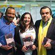 Os autores Carlos Cardoso e Alda Batista com o cônsul de Portugal, Rui Monteiro