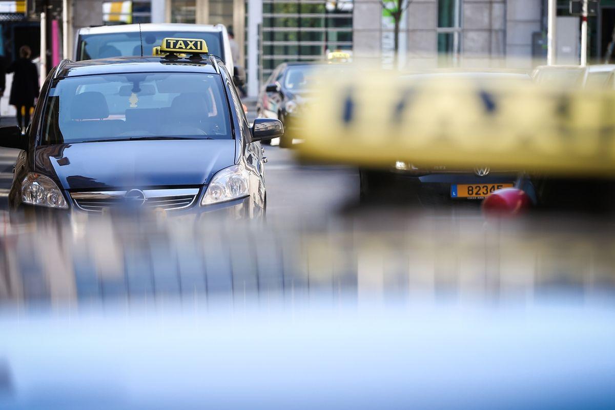 Os táxis vão passar progressivamente a motores eléctricos