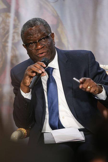 Le point de départ de l'initiative «Stand Speak Rise Up!» a été la création en 2018, sur instigation de la «Mukwege Foundation», du Mouvement mondial des survivantes de violences sexuelles.