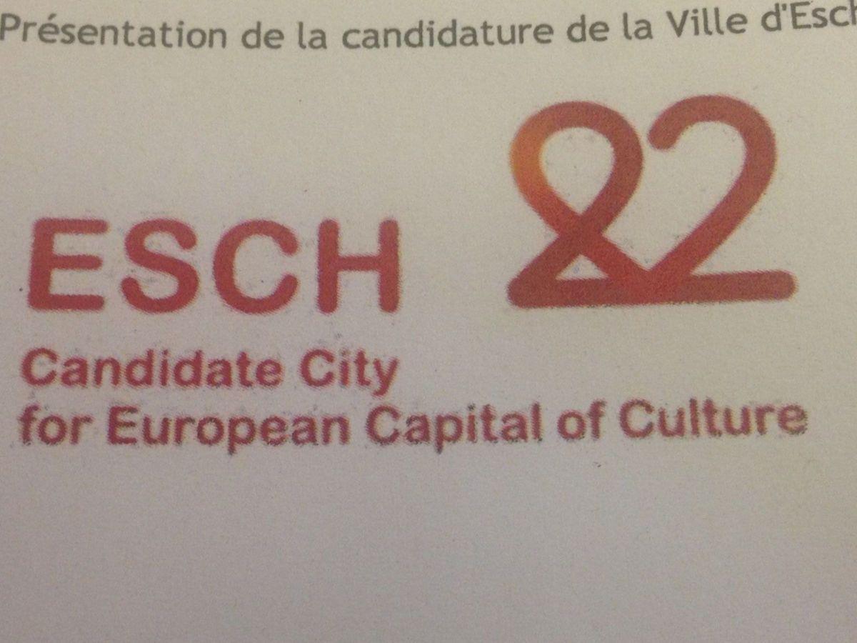 """So sieht ein erstes Logo für Esch 2022. Im Vordergrund steht, von einem Herzen verdeutlicht, das Thema """"Liebe""""."""
