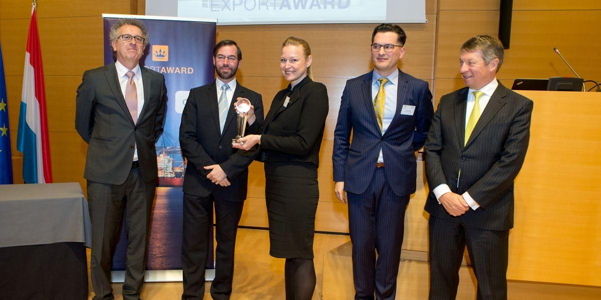 Miriam Steimer, General Manager de «Fast Track Diagnostics», a reçu le prix des mains du Grand Duc héritier.
