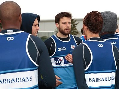 Edouardo Angion, centre, delivers a team talk to the Barbarians prison team at Schrassig