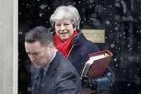 Theresa May auf dem Weg ins Parlament.