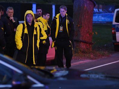 La police a escorté des joueurs de Dortmund groggy après une soirée de cauchemar.