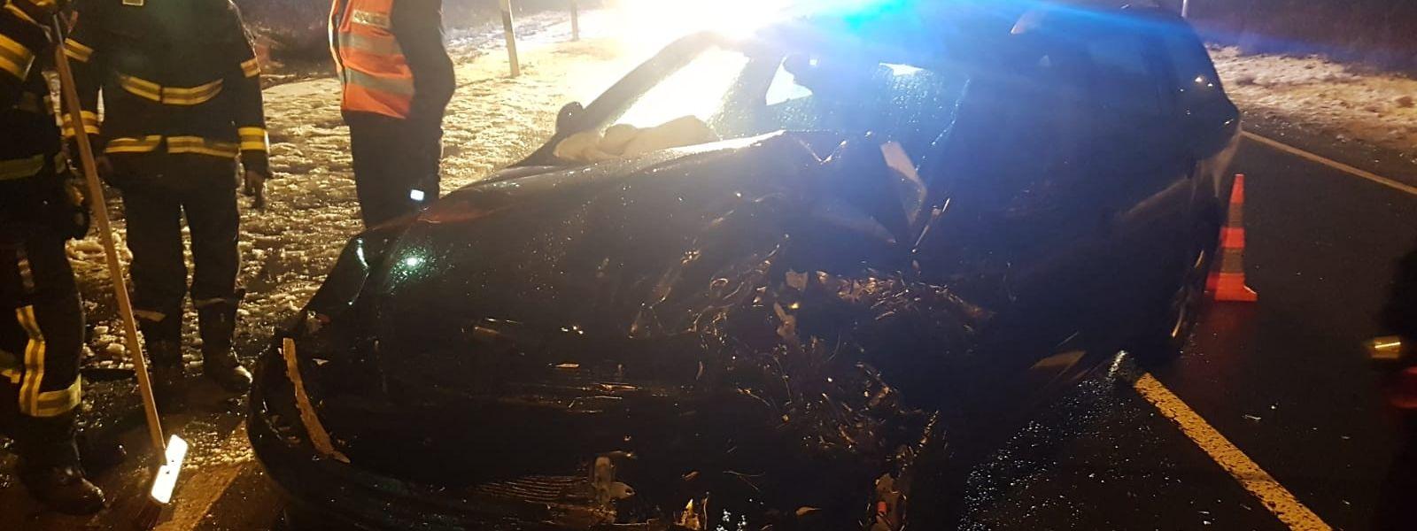 Auf der Höhe der Tankstelle in Roost waren drei Autos in einen Unfall verwickelt.
