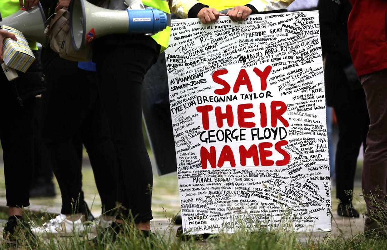 Succès de foule pour la manifestation contre le racisme qui s'est tenue ce vendredi devant l'ambassade des Etats-Unis à Luxembourg.