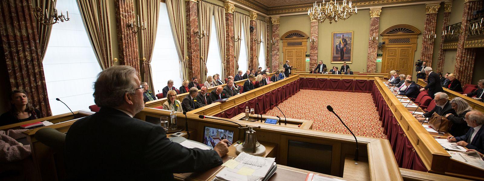 Contrairement au Parlement français, composé de deux Chambres distinctes (le Sénat et l'Assemblée nationale, soit 925 députés au total, ndlr), le Luxembourg ne dispose que d'une seule Chambre avec seulement 60 députés à élire.