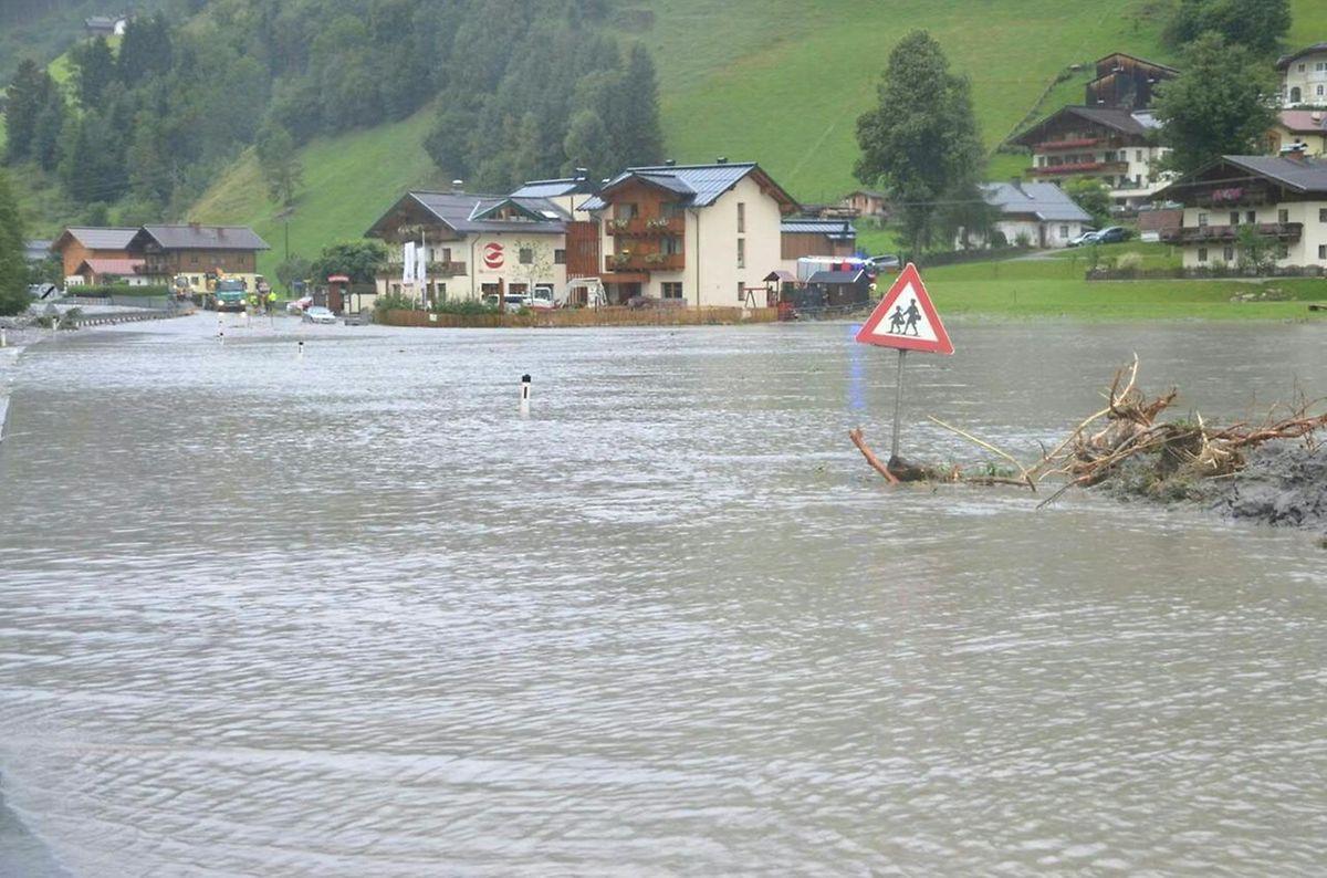Im österreichischen Grosssarltal gingen sintflutartige Güsse nieder.
