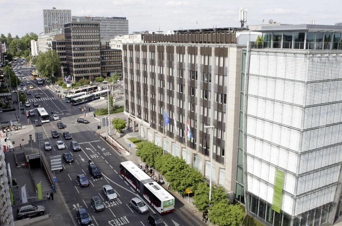 """L'immeuble, en mai 2011 (au premier plan, la """"Tower Schoetter"""")"""