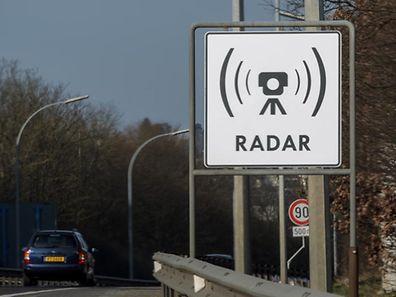 Obwohl die Radargeräte angekündigt werden, sind über 10.000 Autofahrer den Blitzern in die Falle getappt.