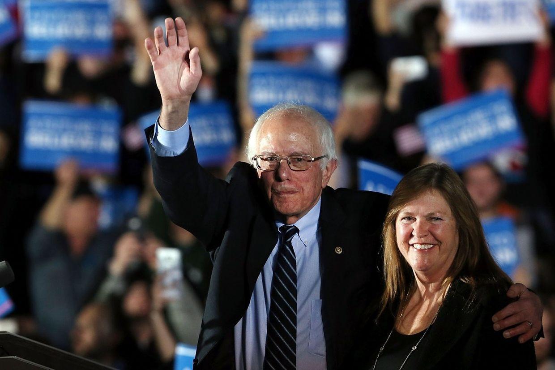 Bei den Demokraten konnte sich Bernie Sanders, hier mit seiner Frau Jane O'Meara Sanders, durchsetzen.