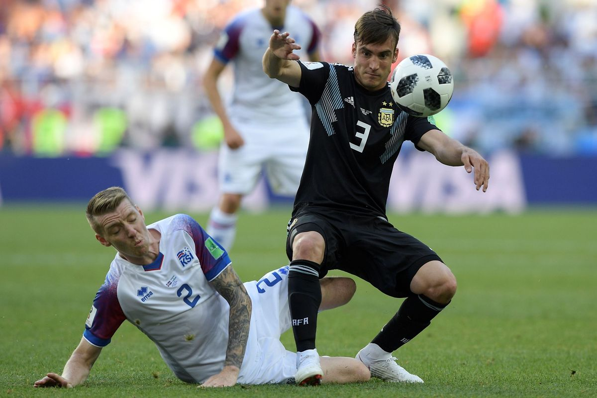 Iceland's defender Birkir Saevarsson (L) vies with Argentina's defender Nicolas Tagliafico during the Russia 2018 World Cup Group D football match between Argentina and Iceland at the Spartak Stadium in Moscow on June 16, 2018. / AFP PHOTO / Juan Mabromata / RESTRICTED TO EDITORIAL USE - NO MOBILE PUSH ALERTS/DOWNLOADS