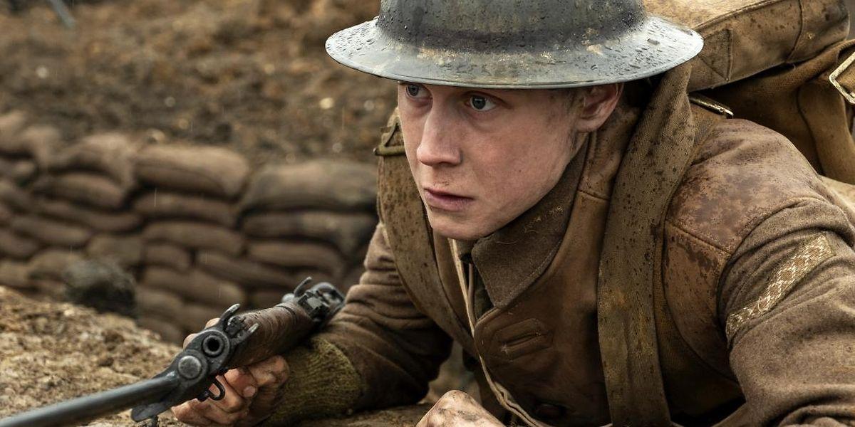 """""""1917"""" conta a história de dois soldados na I Guerra Mundial a quem é dada uma missão quase impossível."""