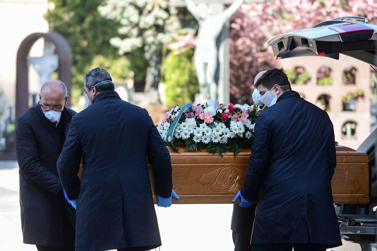 Jede halbe Stunde eine Bestattung: In der 120.000-Einwohner-STadt Bergamo starben mehrere hundert Menschen am Corona-Virus.