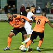 Sébastien do Rosario et Hugo Conçalves,  en orange, FC 72 Erpeldange, et Ahmed Rani, Blue Boys Mühlenbach / Foto: Stéphane Guillaume