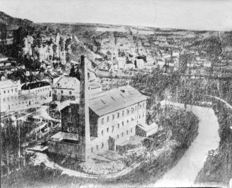 La première photographie conservée à la photothèque date de 1855 et montre le quartier actuel de Pulvermühle.