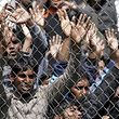 Migranten, die in die Türkei abgeschoben werden sollen, protestieren im Camp von Moria.