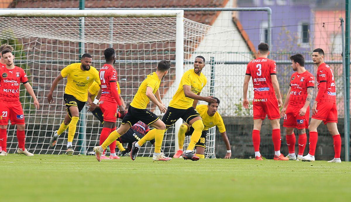 Adel Bettaieb (F91) jubelt gegen Differdingen nach dem Treffer zum 1:1.