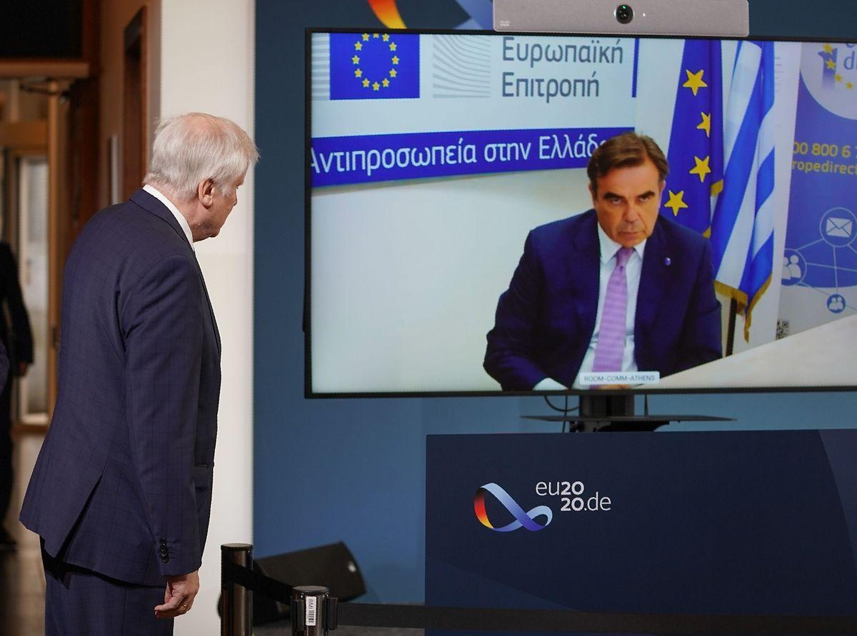 Der deutsche Innenminister Horst Seehofer und EU-Migrationskommissar Margaritis Schinas während der Pressekonferenz in Berlin.