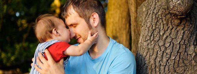 Die Regierung prüft derzeit, ob ein zehntägiger Vaterschaftsurlaub finanzierbar ist.