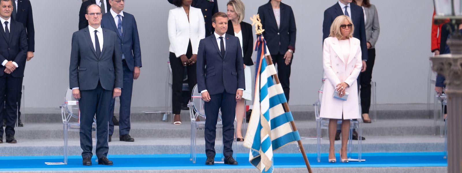 Das Ehepaar Macron in dem Moment, als die luxemburgische Fahne vorbeigetragen wird: Vier Armeevertreter aus Luxemburg führten die Parade an.