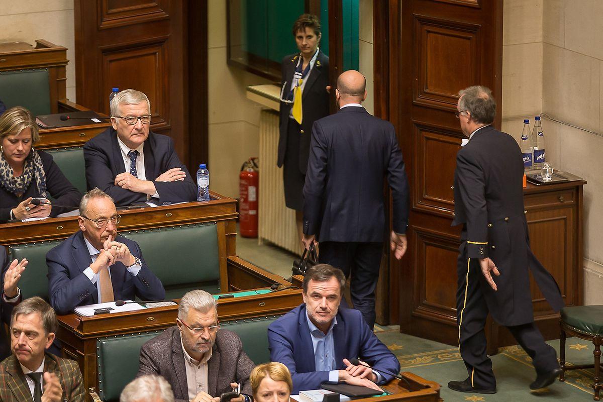 Charles Michel verlässt das Parlament nachdem er seinen Rücktritt angekündigt hat.