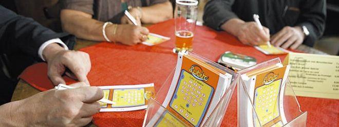 """Die Vereinigung """"Anonym Glécksspiller"""" warnt vor dem Glücksspiel """"Zubito"""". Im Jahr 2005 wurden mit dem Spiel in 150 Cafes in Luxemburg rund 25 Millionen Euro Umsatz erzielt."""