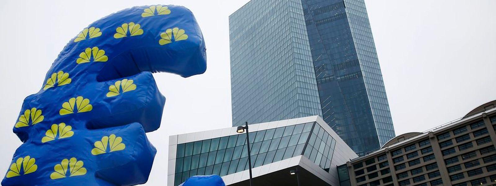 Die Europäische Zentralbank in Frankfurt entscheidet heute über weitere Maßnahmen.