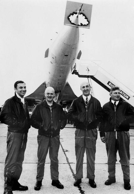 Flugpioniere (v.l.n.r.): Flugingenieur Henri Perrier, die Testpiloten Jean Pinet und Andre Turcat sowie Flugmechaniker Michel Retif nach dem ersten Testflug in Überschallgeschwindigkeit in Toulouse.