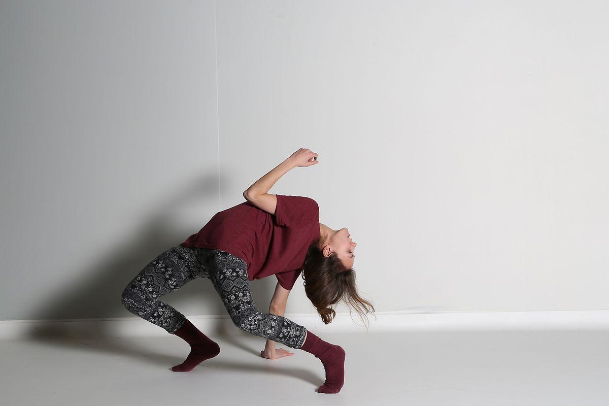 Léa Tirabasso est danseuse, chorégraphe et réalisatrice.