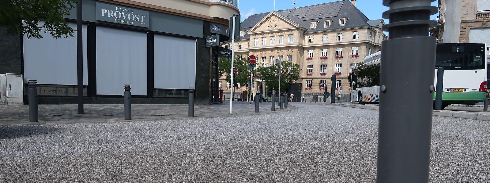 Ob versenkbar oder wie hier in der fixen Variante, Poller beherrschen immer mehr das Stadtbild von Esch/Alzette.