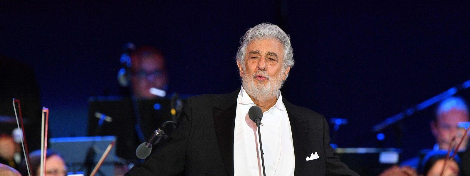 Dem spanischen Opernstar Plácido Domingo geht es trotz Corona-Infektion den Umständen entsprechend gut.