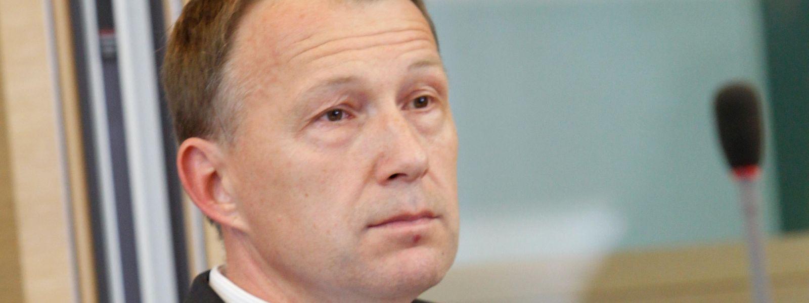 Marco Mille wurde 2010 vom Staatsdienst beurlaubt und arbeitet derzeit in der Privatwirtschaft als Sicherheitsexperte.