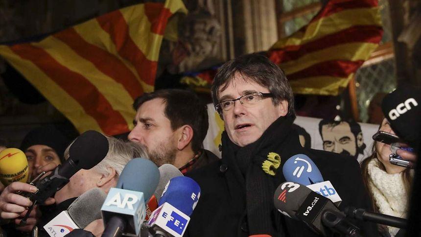 Carles Puigdemont, acusado de crimes de rebelião, sedição e peculato, fugiu para a Bélgica em finais de outubro de 2017
