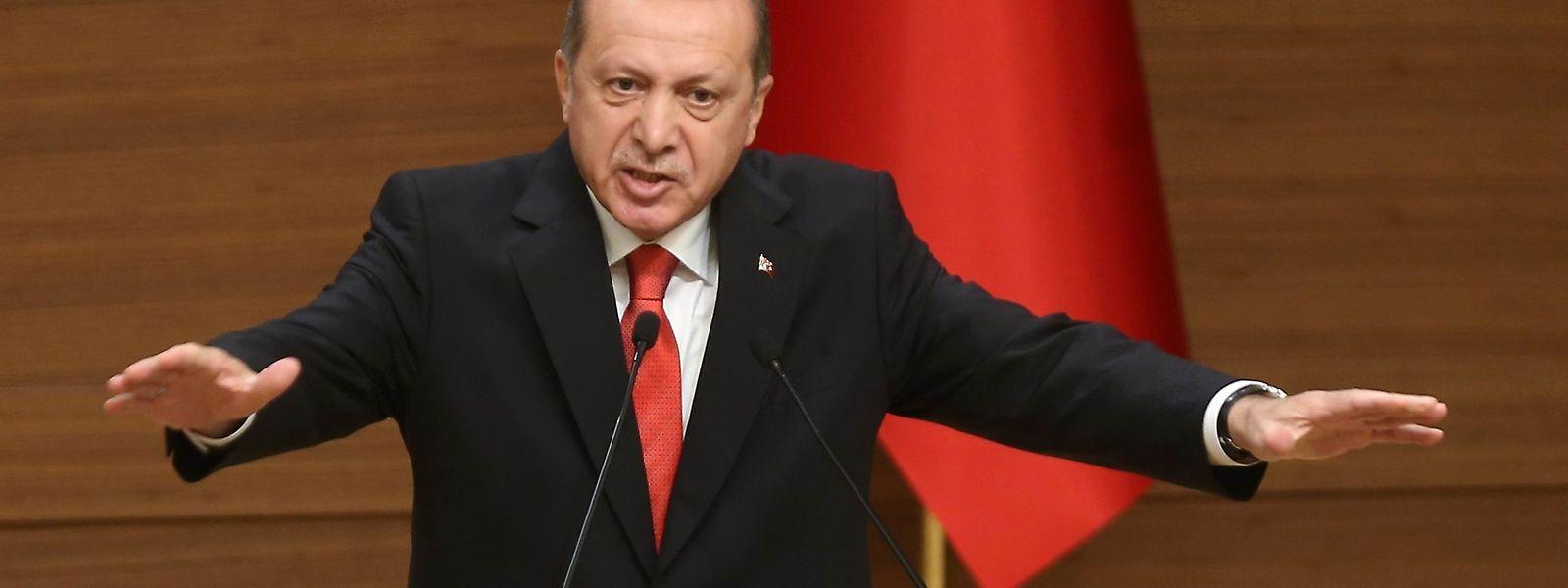 Staatspräsident Recep Tayyip Erdogan hat dreht die Uhren zurück.