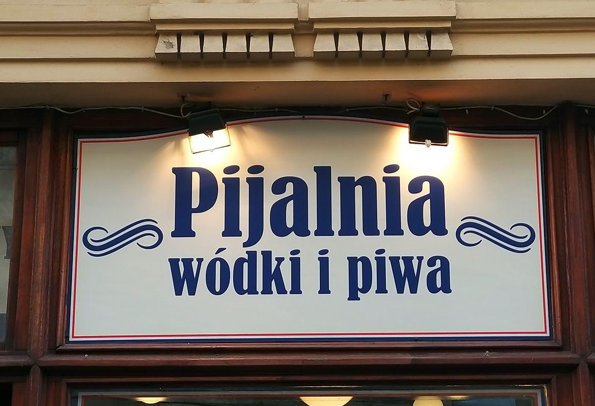 In der Kultkneipe gibt es, wie der Name sagt, vor allem Wodka und Bier.