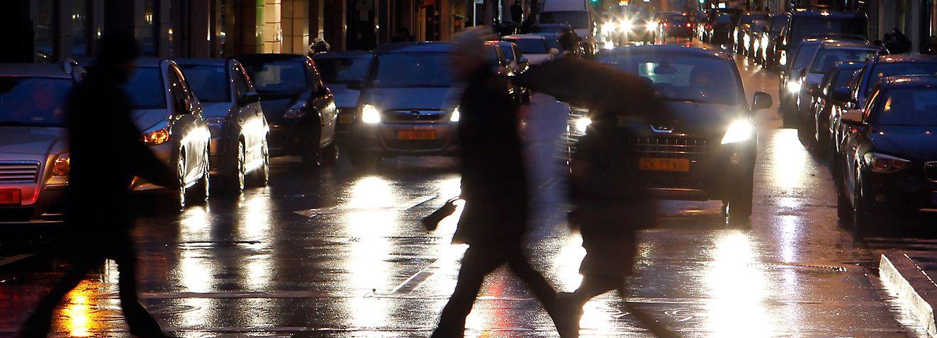 Fußgänger im Dunkeln