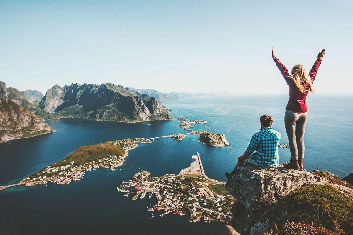 """Irgendwo zwischen Wellness und Waldbaden, """"Roadtrips"""" und Aktivurlaub bewegen sich die aktuellen Reisevorlieben in Europa."""